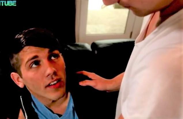 Teen twinks seduce themselves for a sex via internet